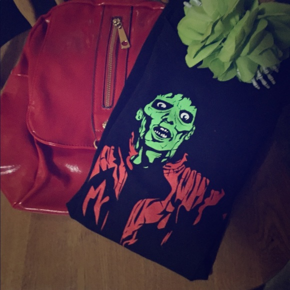 Handbags - Micheal Jackson Tee  -1980's style 🎒 Red w gold